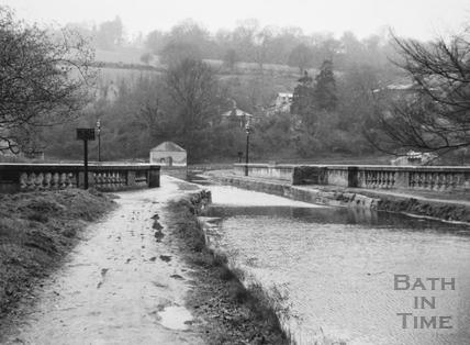 Canal across Dundas Aqueduct looking west 1956
