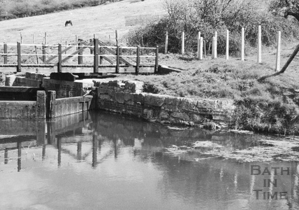 Downstream side of Swing Bridge and stop gates, Bathampton 1956
