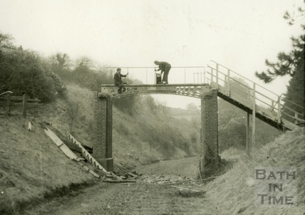 Removing the cast iron footbridge, Monkton Combe 1960