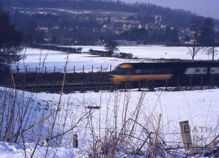 Train at Bathampton in snow 1978