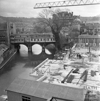 The rear of Pulteney Bridge, Bath viewed from Walcot Street, 21 February 1972