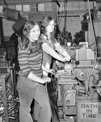 Working girls at Horstmanns, Locksbrook Road, Bath, 1 January 1973