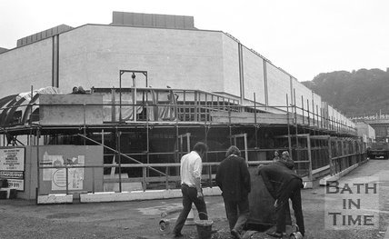 Completing the Southgate Shopping Centre, Bath, 26 September 1973
