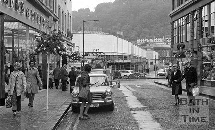 View down Stall Street towards the new Southgate Shopping Centre, Bath, 26 September 1973