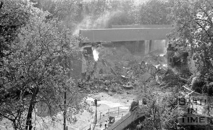 The demolition of the Pulteney Road railway bridge, Bath, 13 October 1975