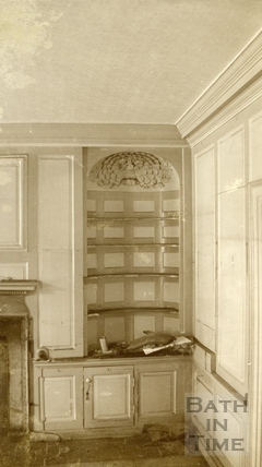 The alcove on the ground floor at 7, Kingsmead Square Bath 1939