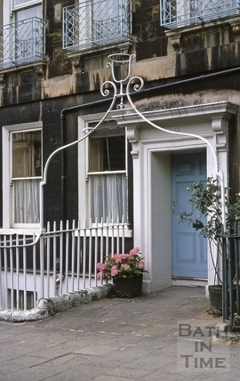 Overthrow lampholder, 9, Catharine Place, Bath 1969