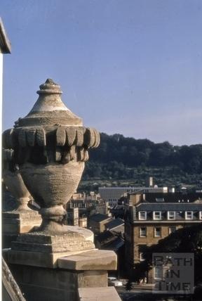 Urn on parapet, 41, Gay Street, Bath 1970