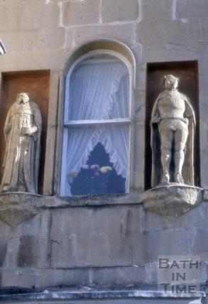 Statues at 8, Bath Street, Bath 1986