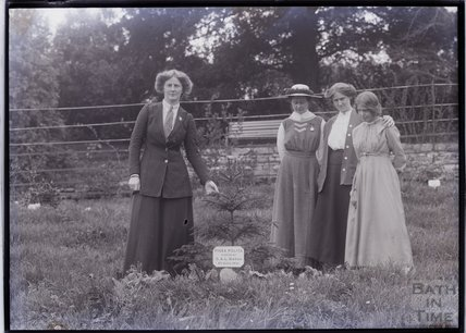 Suffragettes Charlotte Marsh, Mary Blathwayt, Laura Ainsworth and Annie Kenney (left to right) 1911