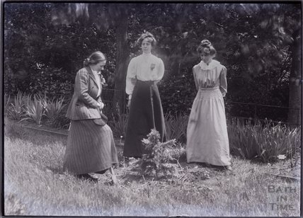 Suffragettes Adela Pankhurst, Kitty and Annie Kenney 1910