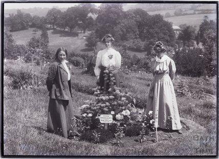 Suffragettes Adela Pankhurst, Jessie and Annie Kenney 1910