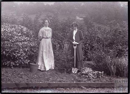 Suffragettes Kitty and Jessie Kenney 1910
