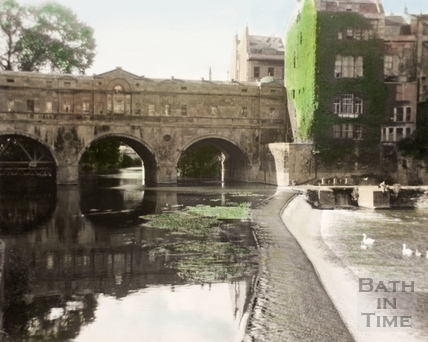 The old weir and Pulteney Bridge 1960