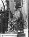 Santa Maria in Aracoeli;Statue of Gregory XIII