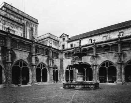 Mosteiro de Santa Cruz;Cloister of Santa Cruz