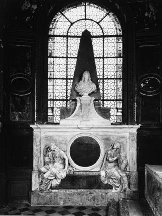 St Nicolas du Chardonnet;Monument to Charles LeBrun