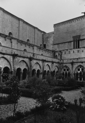 Poblet Abbey;Cloister