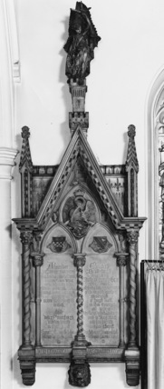 Monument to the 23rd Earl of Crawford and his wife