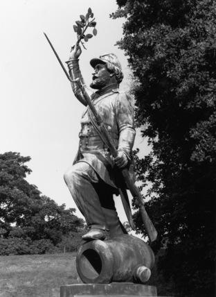 Soldier commemorative statue