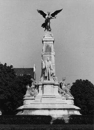 Monument to Sadi Carnot