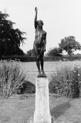 1914-1918 War Memorial - Here Am I, Send Me