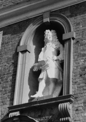 Statue of John Pierrepont