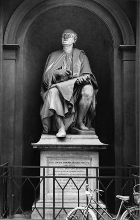 Statues of Arnolfo di Cambio and Filippo Brunelleschi