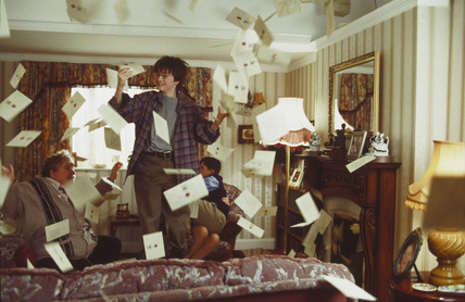 Flying Hogwarts' letters in Dursley's living room