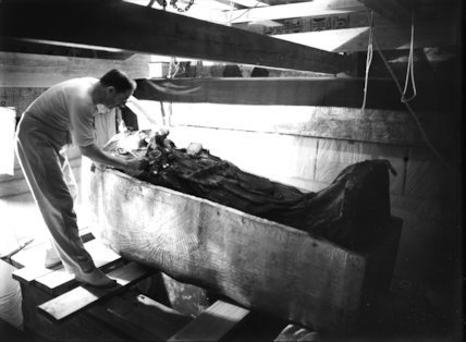 Carter removing the shroud covering the lid of the middle coffin