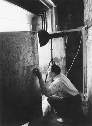 Carter opens the shrine doors to view the sarcophagus